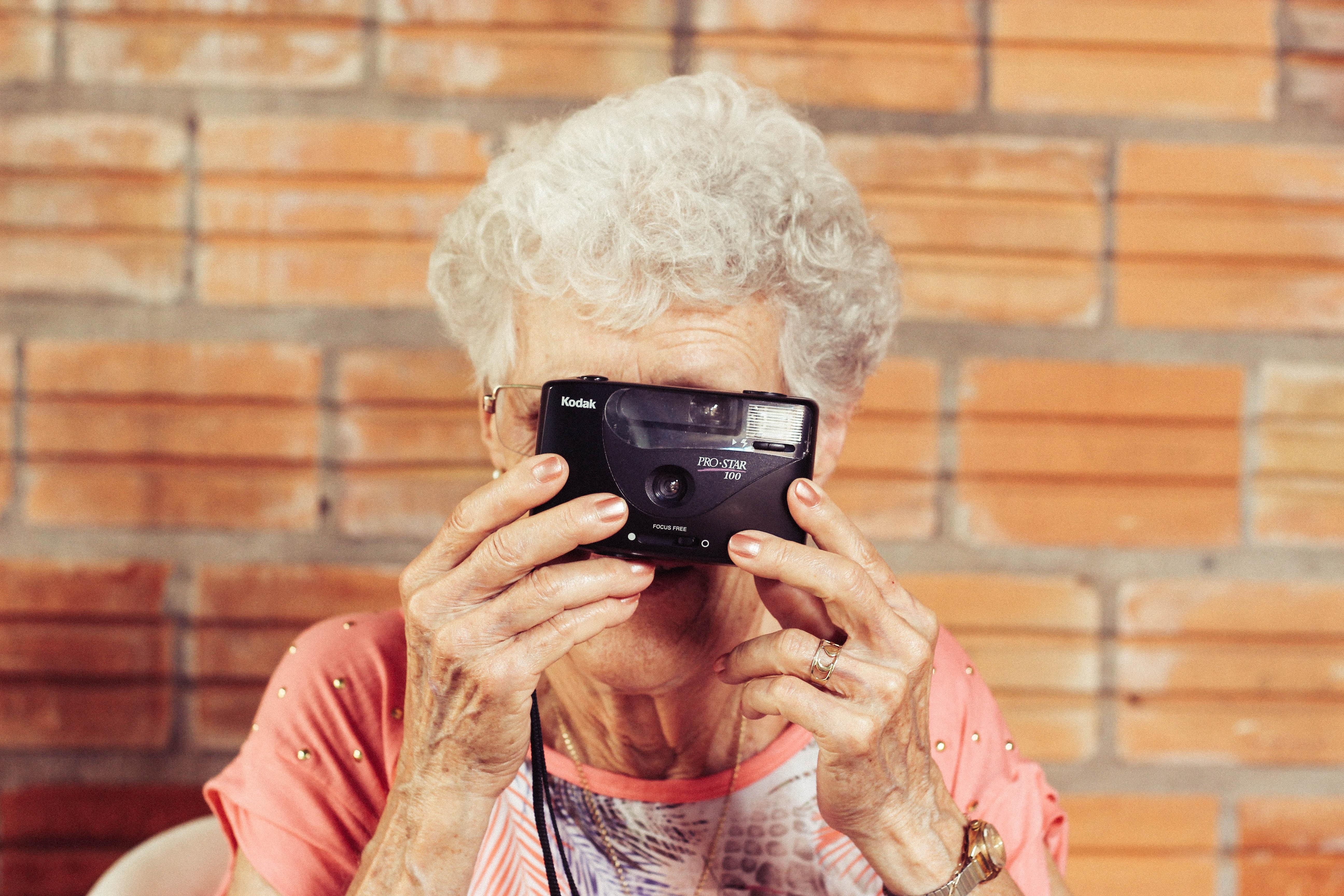Senior with Camera_Markentum